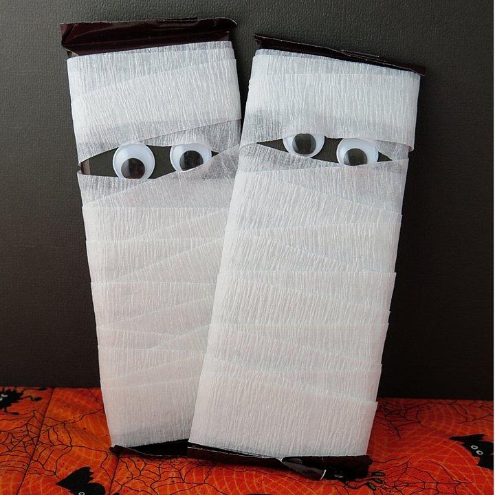 Home Bar Decor Ideas: Halloween Treats: Candy Bar Mummy Tutorial